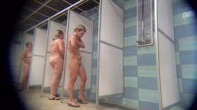 Stunning swimmer chicks show off in the shower